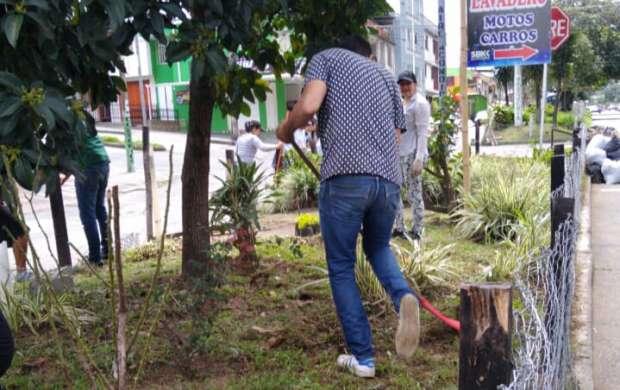 Limpieza y embellecimiento fueron la iniciativa ciudadana en el barrio Los Álamos